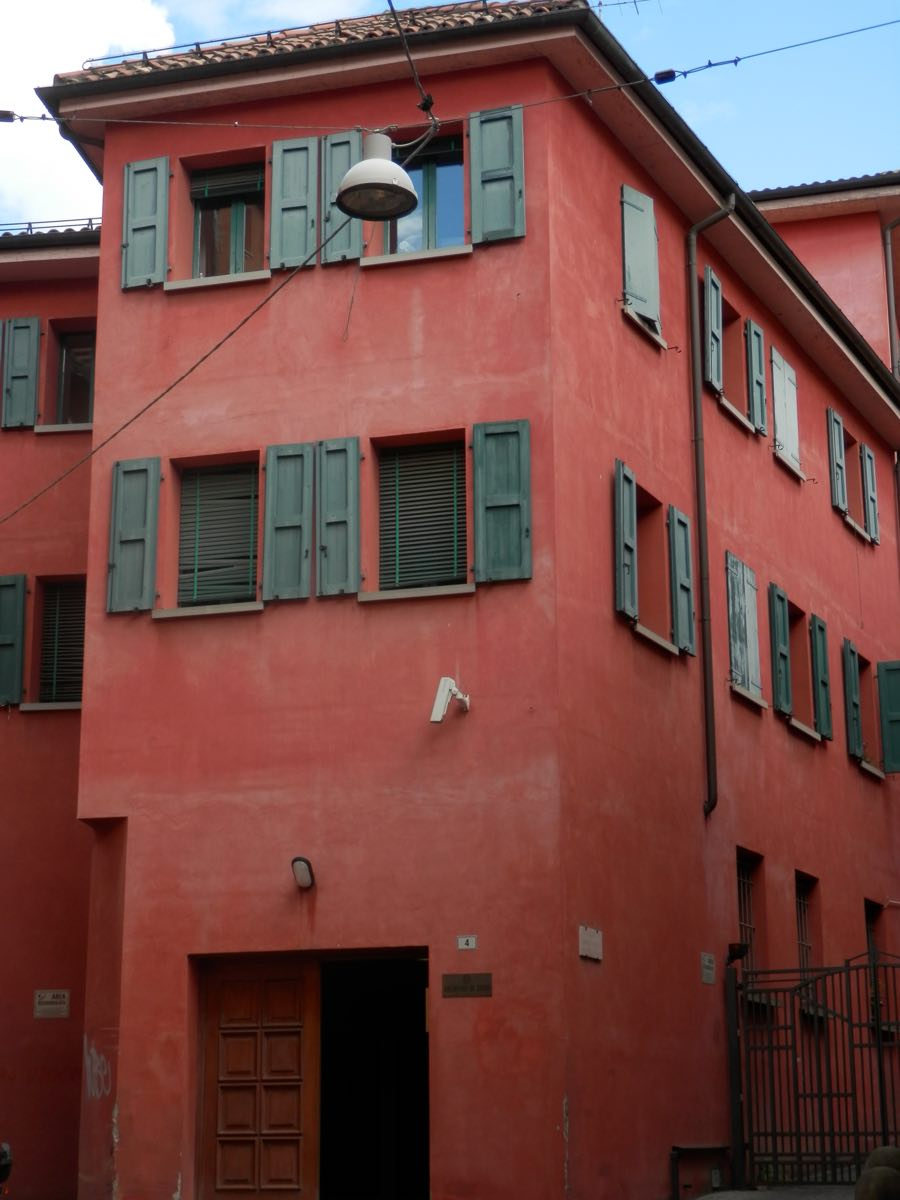 fachada casa italiana en bolonia