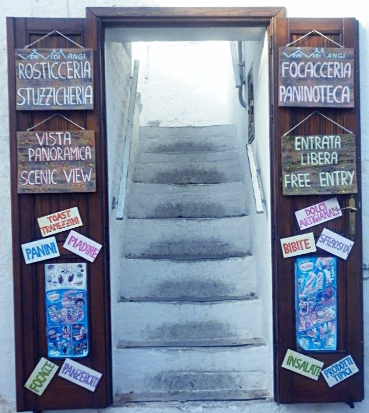 puerta-tipica-alberobello-puglia_fotor