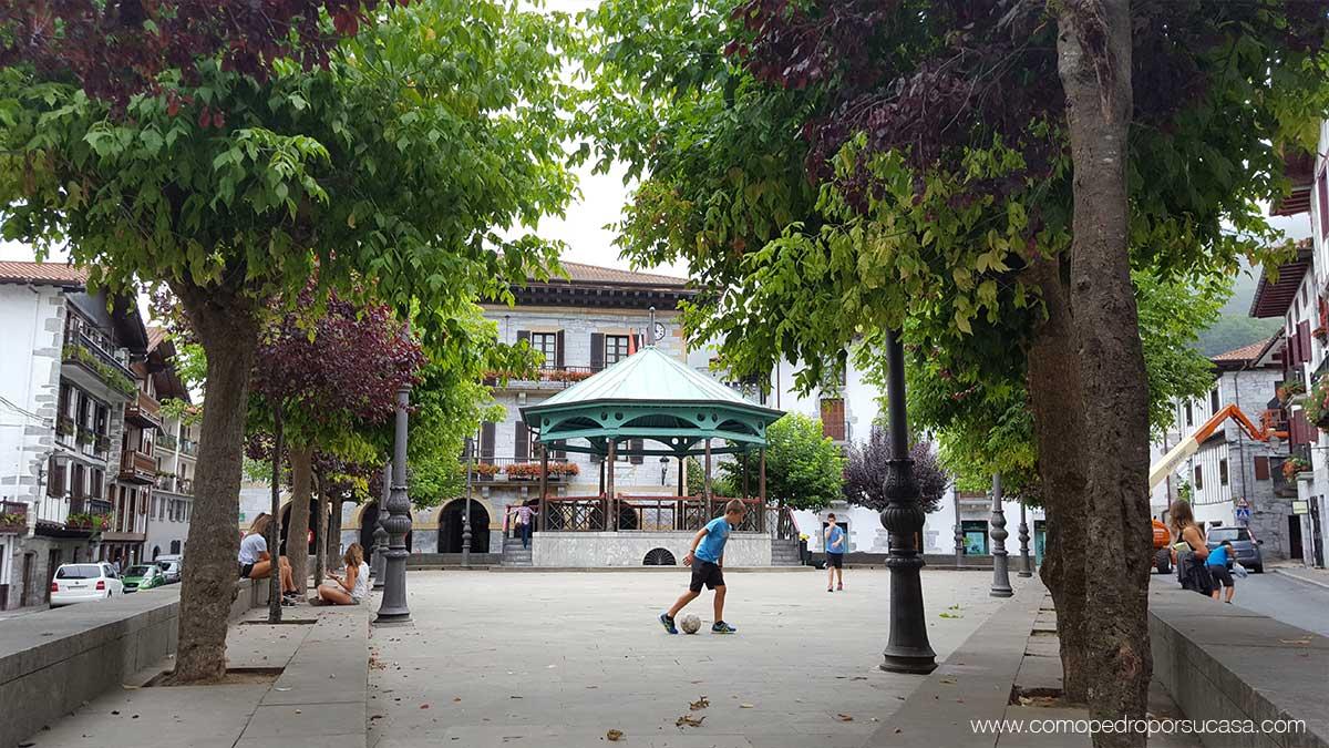 plaza-de-lesaca-navarra