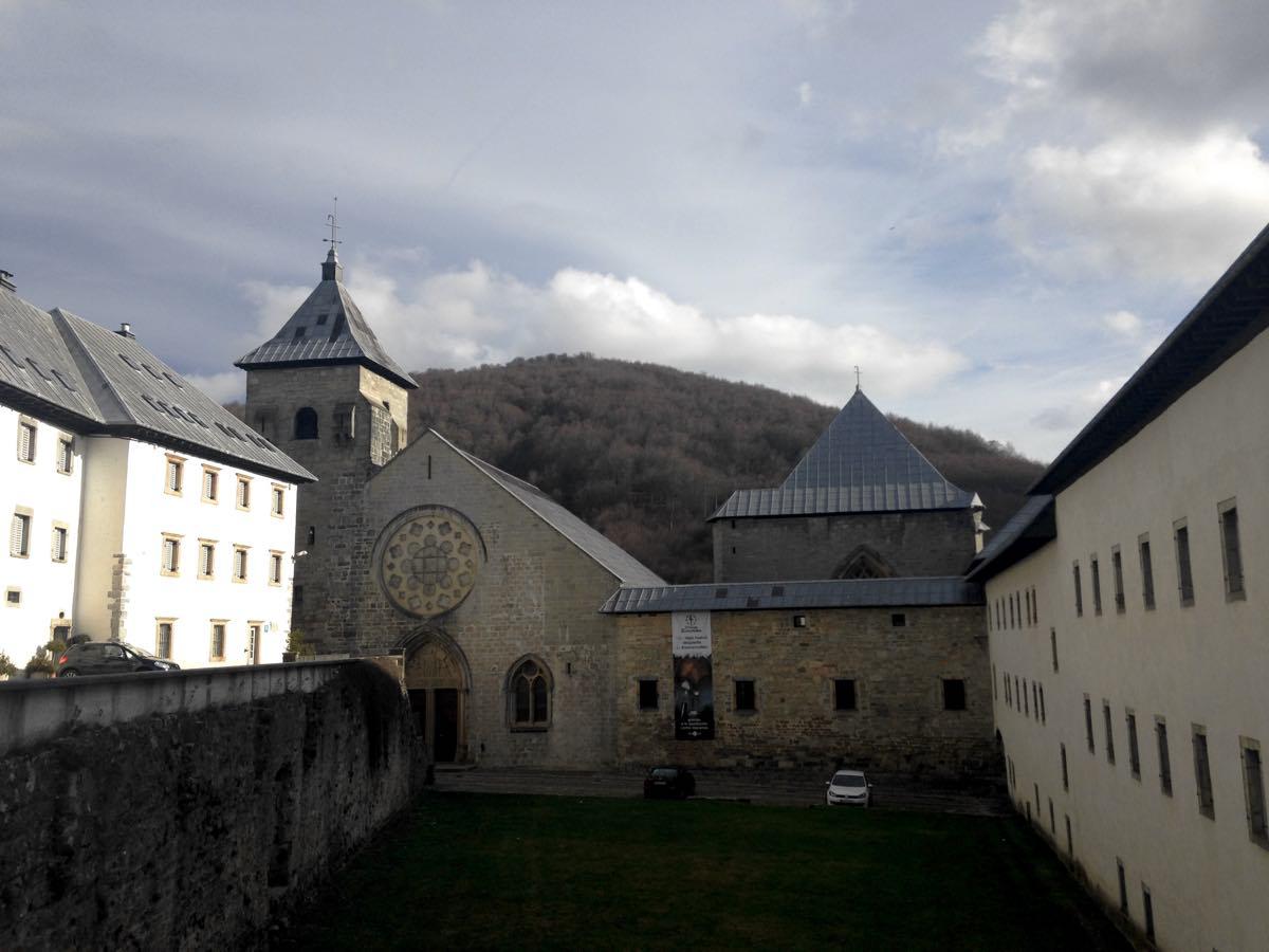 roncesvalles-fachada-colegiata-navarra