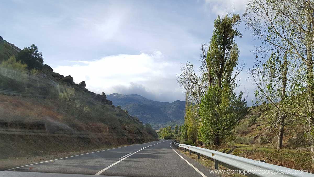 carretera-de-camino-a-navaluenga-avila