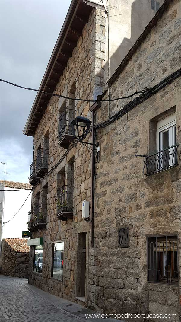 casas-tipicas-piedra-navaluenga-avila