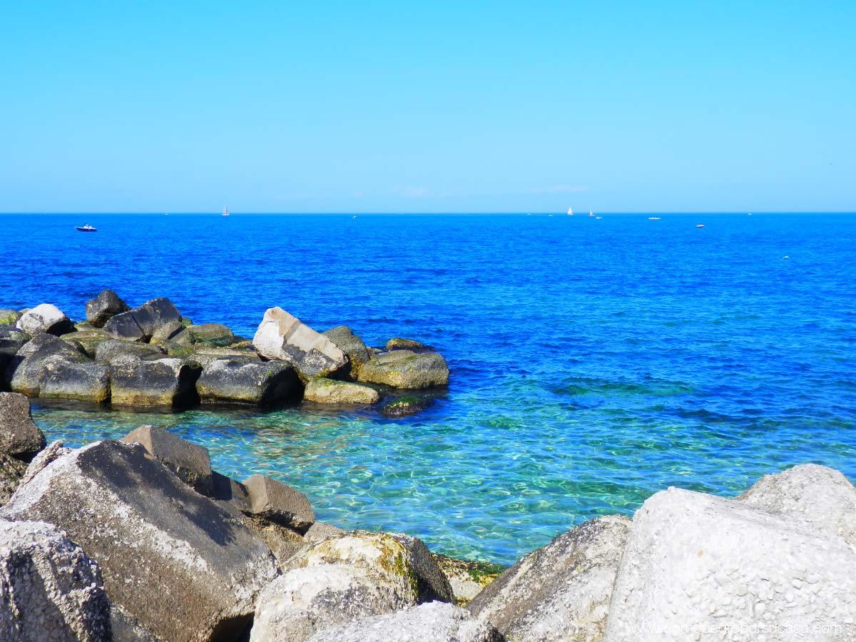 mare-blue-di-bari-italia