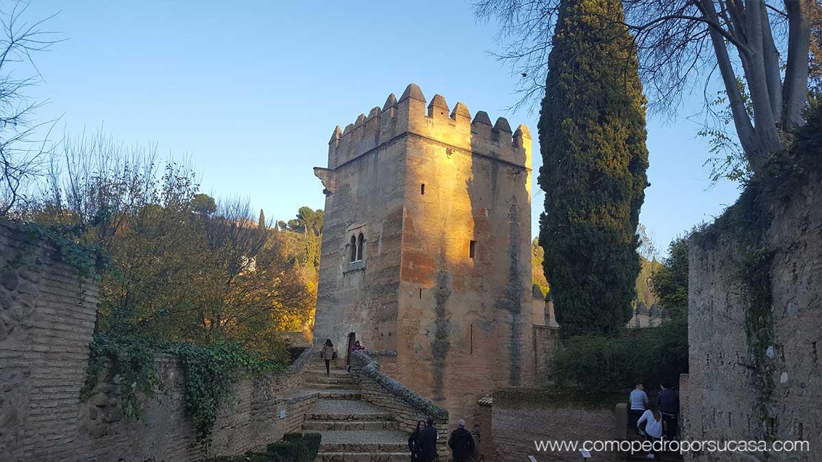 construcciones-de-la-alhambra-color-rojizo-sol