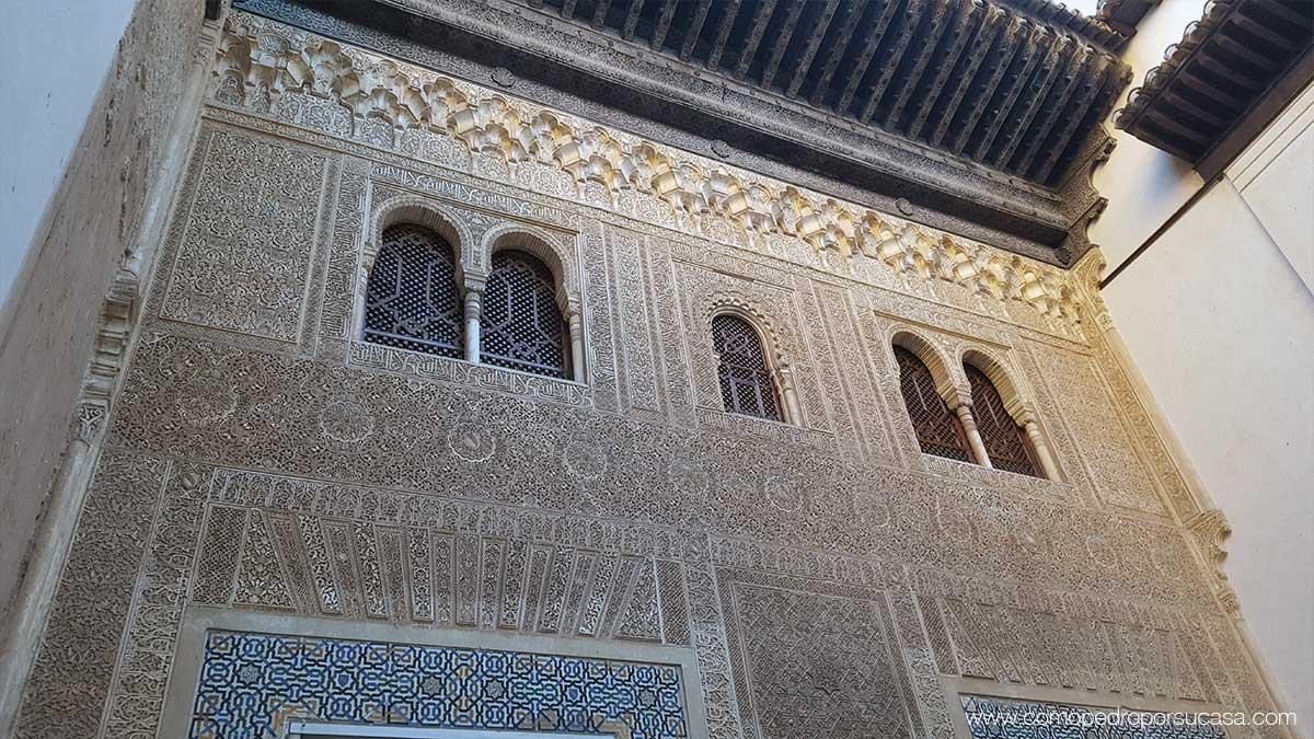 detalles-fachada-interior-palacios-nazaries-granada