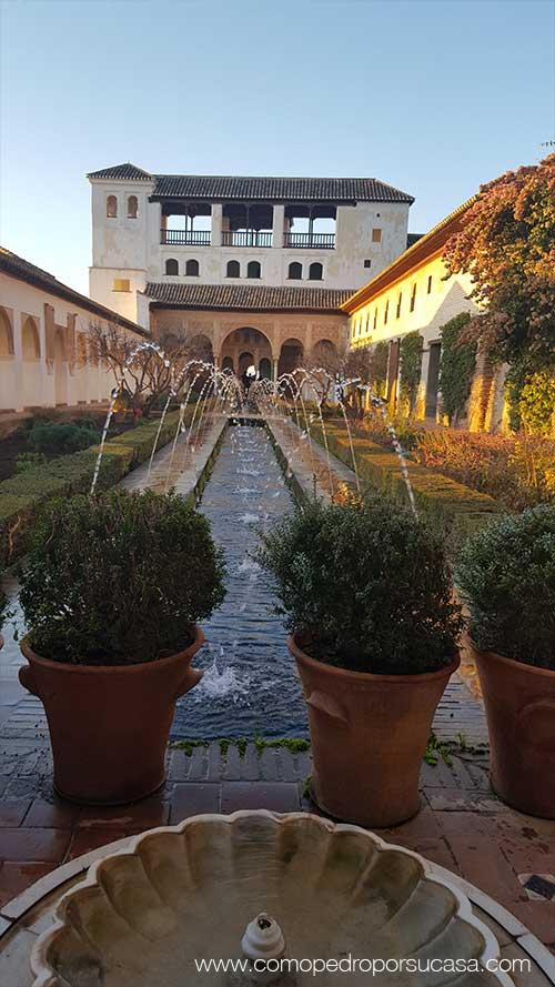 fuentes-y-jardines-de-la-alhambra-atardecer-granada