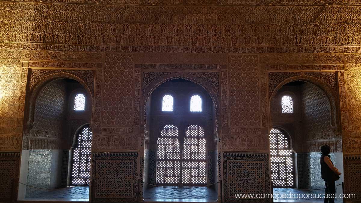 interior-patio-de-los-arrayanes-la-alhambra-granada