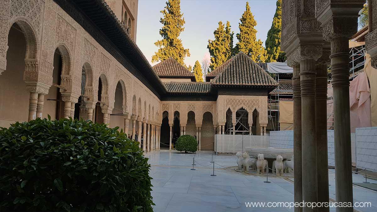 patio-de-los-leones-la-alhambra-granada